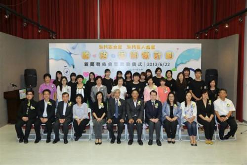 https://www.fmac.org.mo/sponsorship/Fotografia dos Convidados de honra e dos membros da Associação dos Surdos de Macau