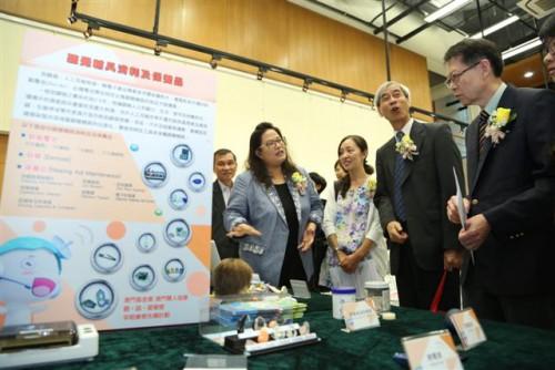 https://www.fmac.org.mo/sponsorship/Lao Sut Man, Secretária-geral da Associação dos Surdos de Macau, apresenta o conteúdo da acção aos Convidados de honra