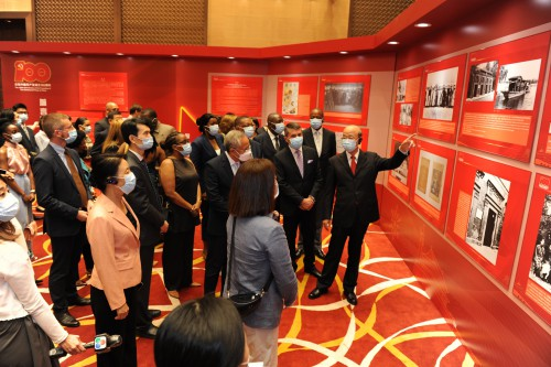外交部特派員公署邀請外國駐澳門總領事、中葡論壇秘書處各國代表、駐澳門國際組織負責人觀展