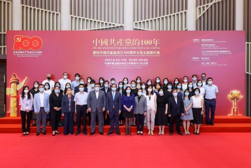 行政長官辦公室及行政會秘書處領導及人員參觀展覽