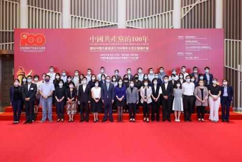 政府總部事務局領導及人員參觀展覽