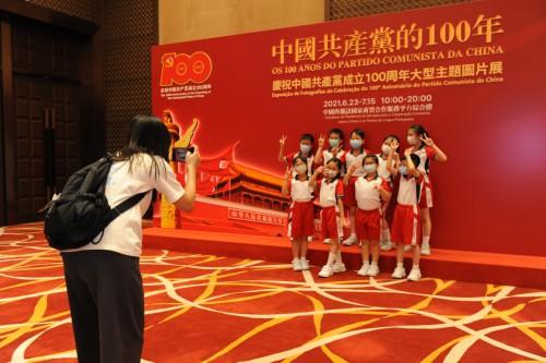 學生觀展認識中國共產黨歷史